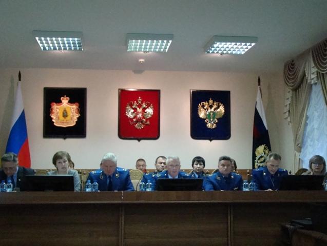 На коллегии прокуратуры области обсудили вопросы защиты прав граждан на оплату труда и получение образования